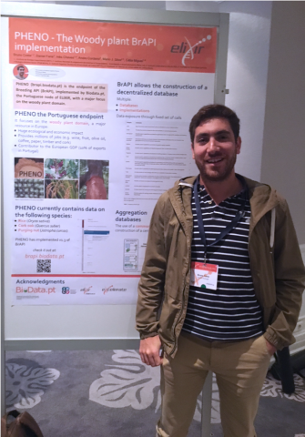 "Bruno Costa and his winner poster ""PHENO - The Woody plant BrAPI implementation"""